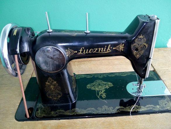 Старинна шевна машина Лучник крачна неработеща