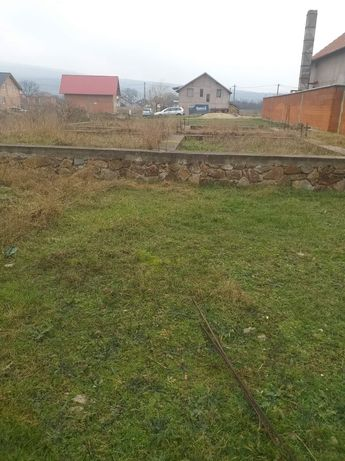 Loc de casa cu fundatie in Ghioroc