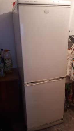 Работещ хладилник с проблем