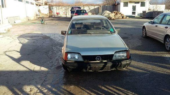 Opel Rekord 2.2 injection 1985 Опел Рекорд БАРТЕР ЗА МОТОР ИЛИ КОЛА/