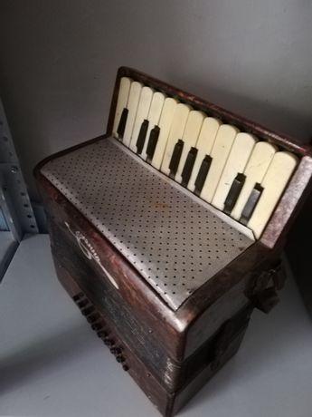 Стар детски акордеон Кременное