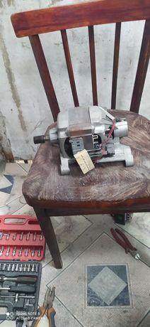 Продам двигатель от стиральной машинки автомат не дорого цена 5000