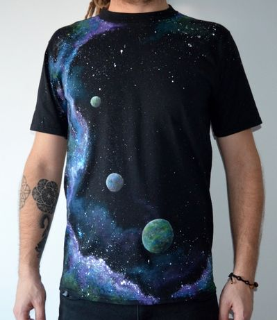 Tricouri pictate manual -Univers- Magazinul tau de tricouri online