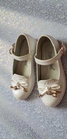 Продам туфли девочковые