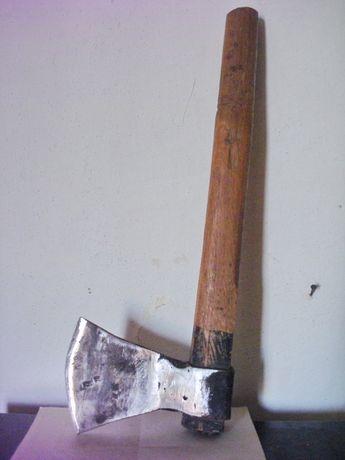 Инструмент - топор