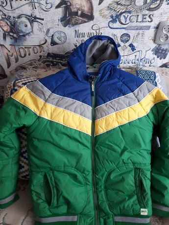 Продам демисезонную куртку на флисе на 9-12 лет