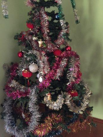 елка с игрушками