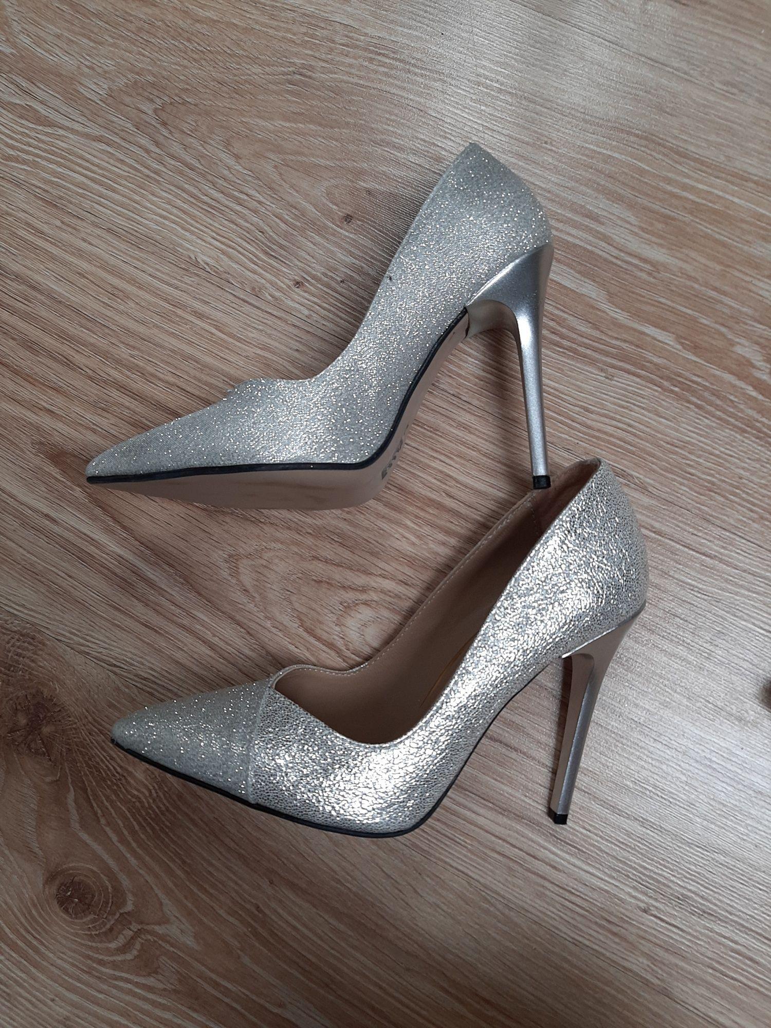 Pantofi argintii