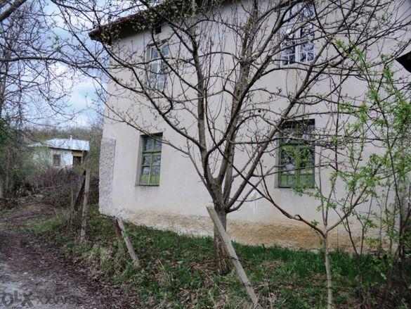 Къща до Гложенски манастир