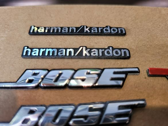 Емблема Bose и harman kardon