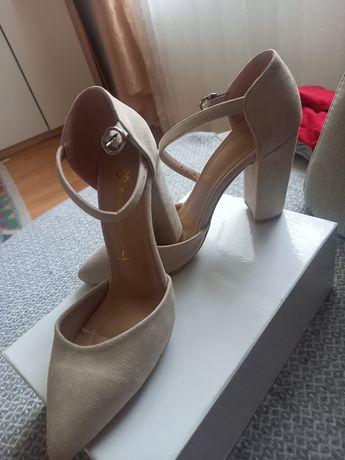 Pantofi cu toc,stare impecabila