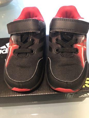 Продавам детски маратонки Adidas STAR WARS