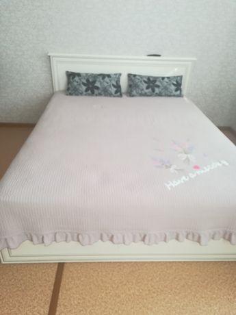 Двуспальный  кровать