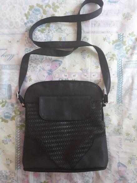 Дамска кожена чанта през рамо