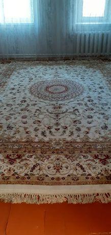 Продам ковёр (новый)