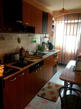 Apartament 3 camere, vis-a-vis de piata centrala