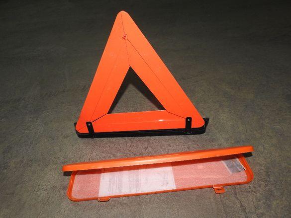 Голям авариен тригълник със стойка и кутия Произведен в Италия