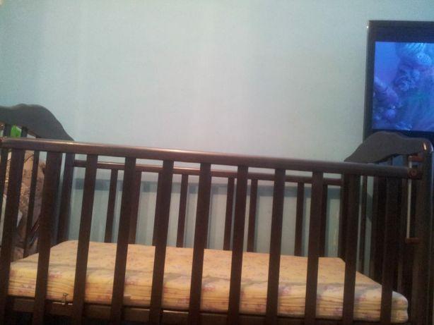 Детская кроватка маятник и пеленальный комод