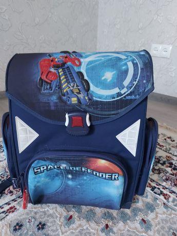 Школьный рюкзак  б/у