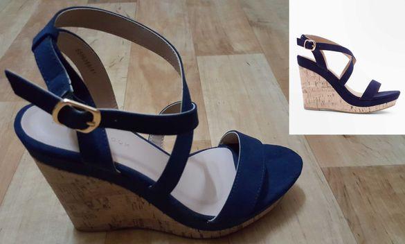 Нови тъмно сини сандали на платформа