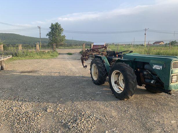 Tractor marca Ferari de 55 cai