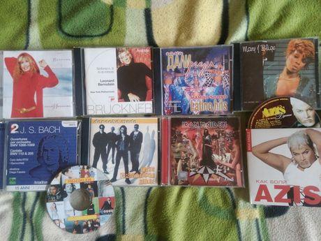 СД музика и филми и видеокасети