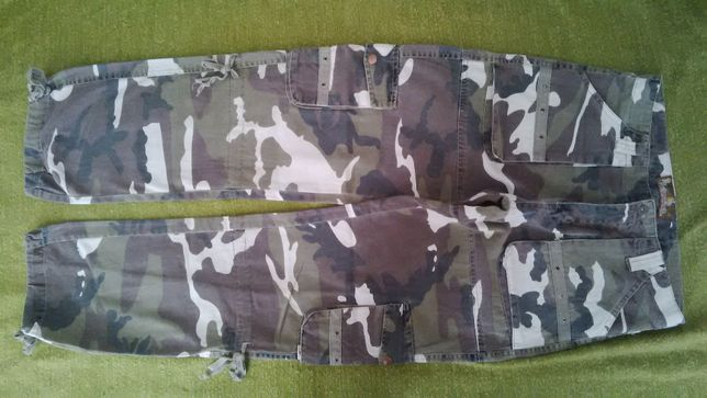 Pantaloni camuflaj marca VogueHorse marimea 31