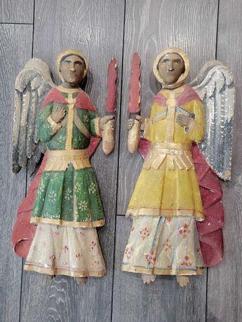 Две мн стари големи дървени фигури
