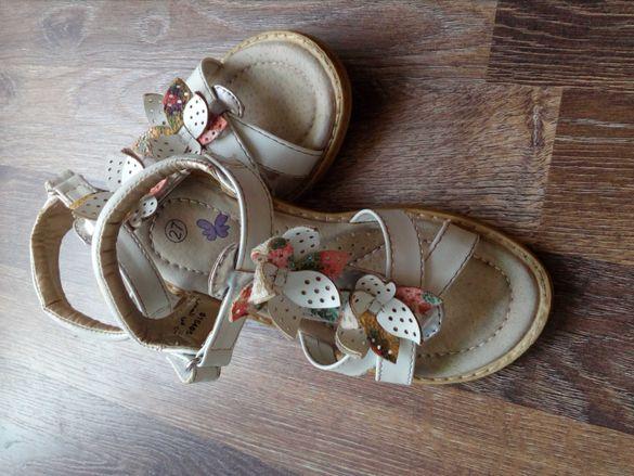 Бели сандалки на Мат стар