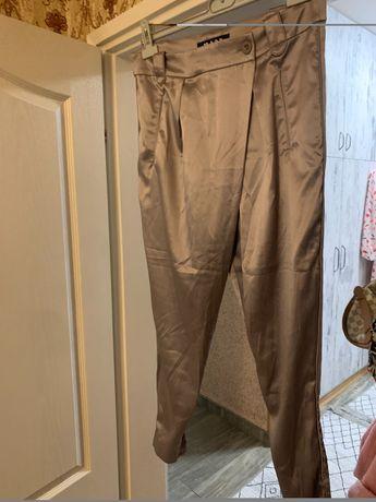 Сатенен еластичен панталон цвят капучино