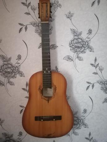 Продам срочно гитару