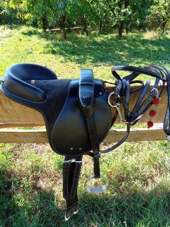 șa și căpăstru pentru ponei