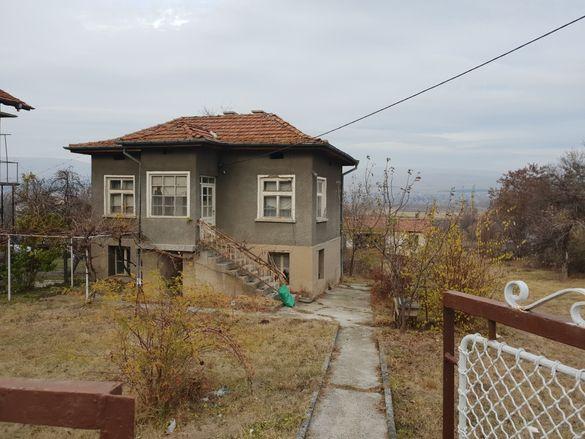 Продавам дворно място с къща и селскостопанска постройка с. ОПИЦВЕТ