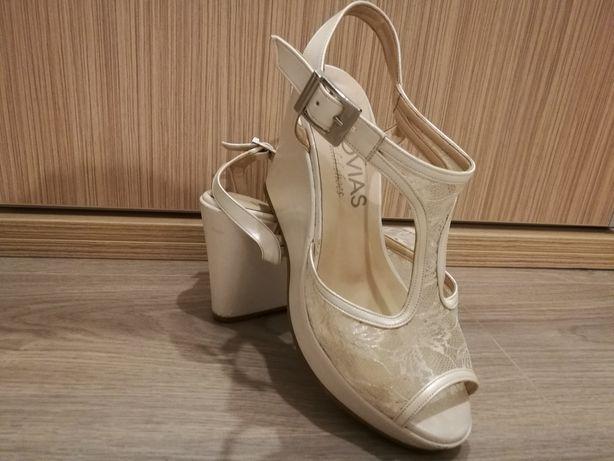 Vând sandale/pantofi mireasă cu platforma