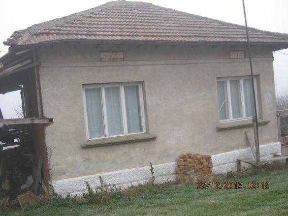 Продавам къща в село Кошарна