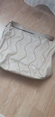 Vand geanta pentru femei