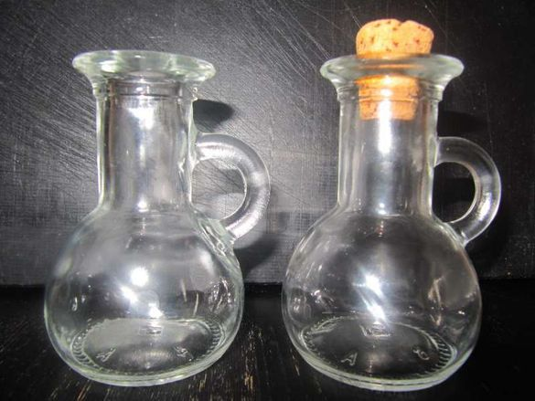 стъкло , 2 броя миниатюрни канички,шише за елексир