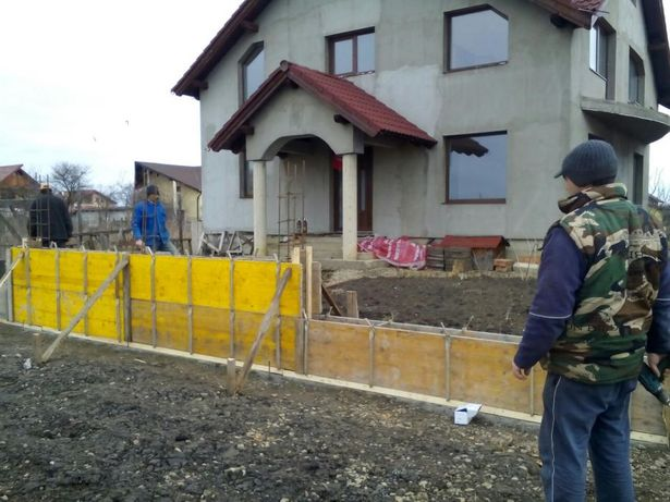 Echipa din Brașov, executam gard,garduri cu propriile cofraje !!!