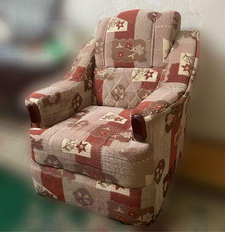 Диван и Два кресла в комплекте.