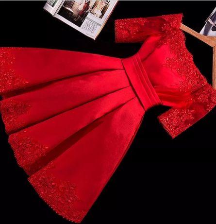 Rochie roșie cu dantela și tafta