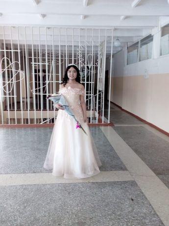 Женская платье. Бальный