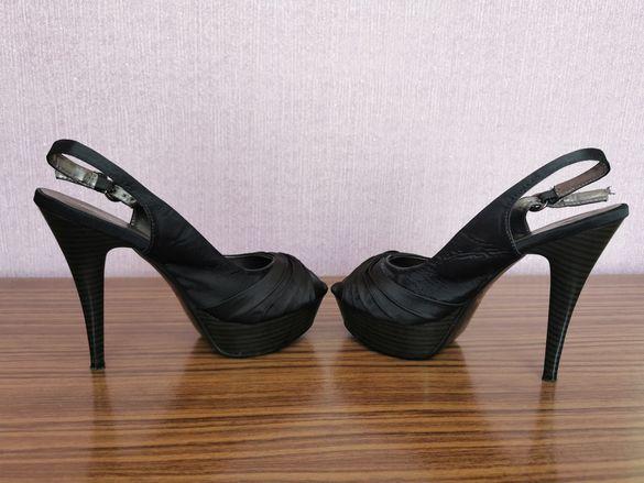 Отворени обувки на ток