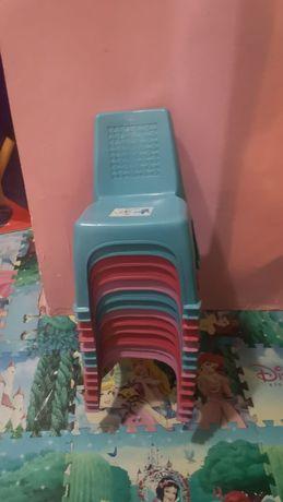 Продам детские пластмассовые стулья