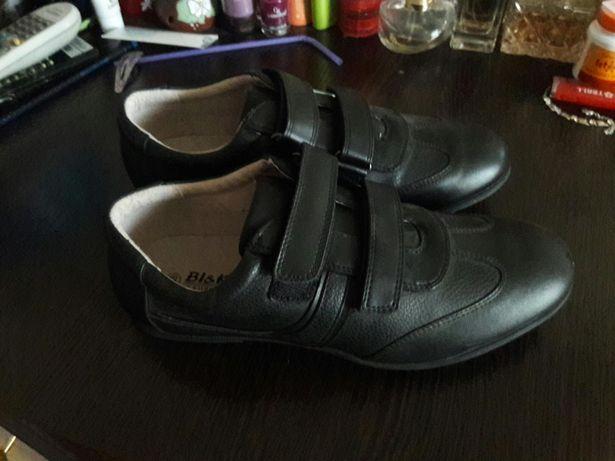 Спортивные туфли на мальчика