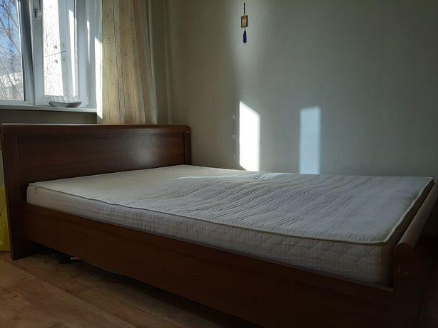 Продаем деревянную двуспальная кровать производство Белоруссия