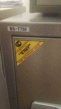 Продам сейф огнестойки для хранения документов