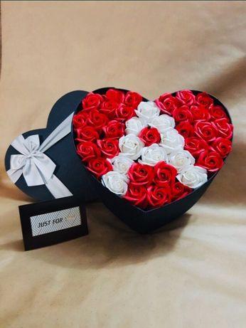 Кутия с рози вечни. Подарък за жена. Рожден ден ,сватба.