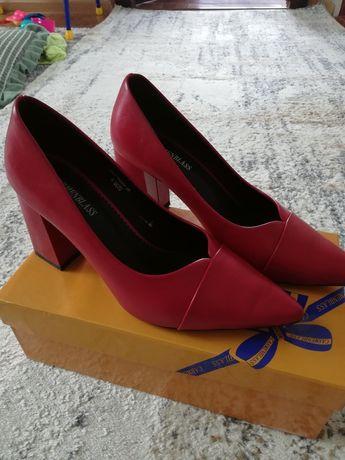 Продам туфли 39 размера