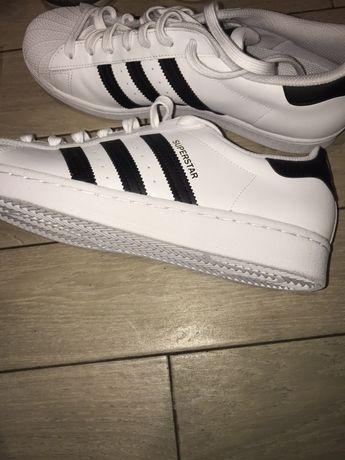 Продам новые кроссовки адидас