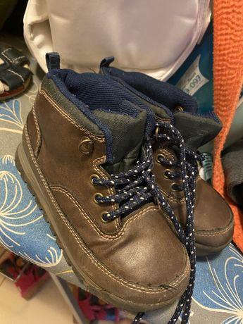Осенние ботинки Carters